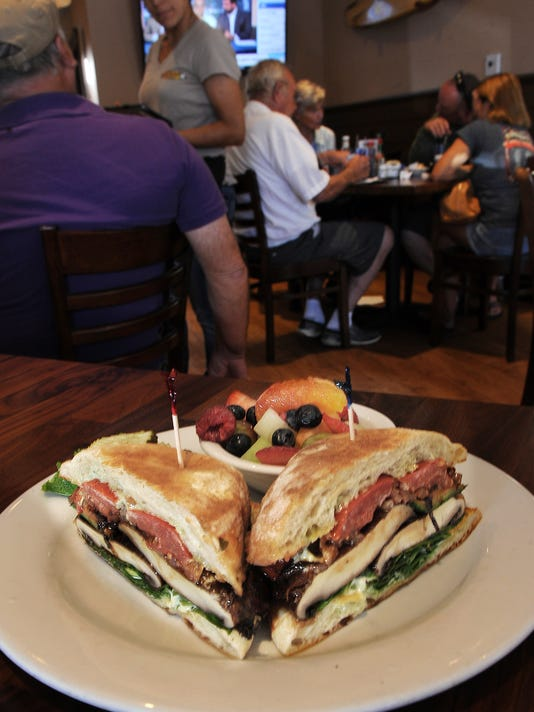 Restaurant Review Hollywood Cafe 2