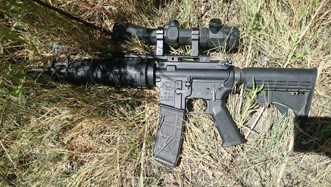 An AR-15 rifle was seized by Chihuahua state police Thursday in the Valley of Juárez.