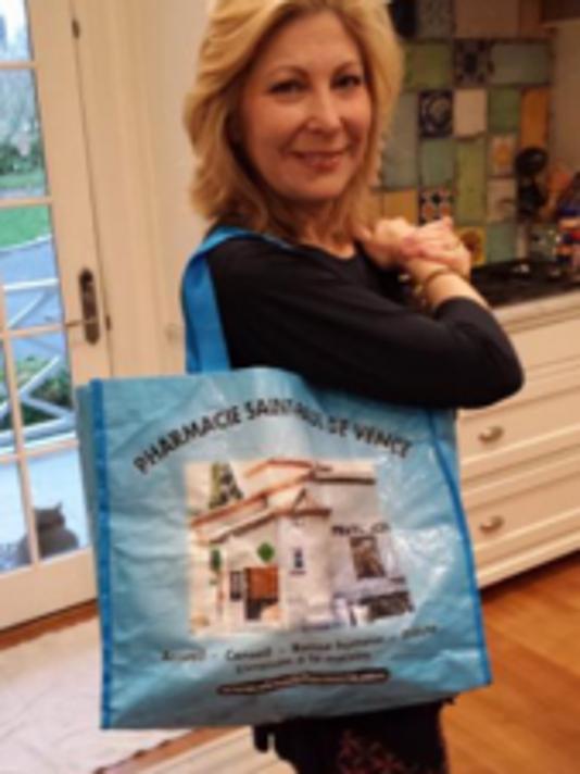 More magazine editor Leslie Jane Seymour with her brag bag post.