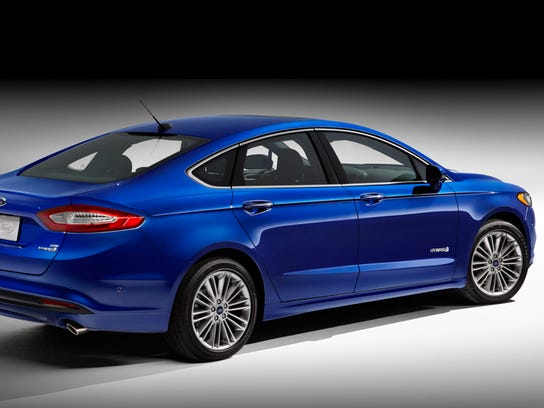 auto review the 2014 ford fusion hybrid gets uncomplicated. Black Bedroom Furniture Sets. Home Design Ideas