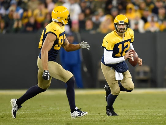 Green Bay Packers quarterback Aaron Rodgers (12) tosses