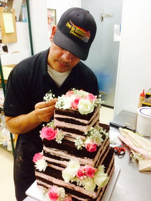 how a palm springs man makes 23 cakes in one day