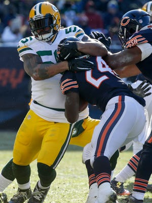 Green Bay Packers outside linebacker Julius Peppers (56)(56) stops Chicago Bears running back Jordan Howard (24) for a two-yard gain during the first quarter of their game Sunday, December 18, 2016 at Soldier Field in Chicago.