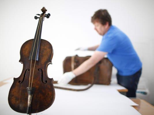 Titanic Violin_Mitc