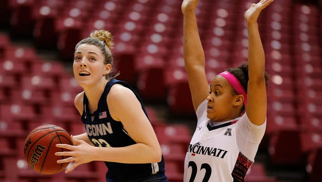 Connecticut Huskies guard/forward Katie Lou Samuelson (33) eyes the basket in the first half.