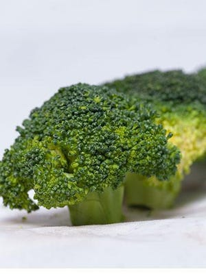 Broccoli and broccoli sprouts contain sulforaphane, which is a type of isothiocyanate that has blood-sugar-reducing properties. [Photo by Mgmoscatello (Own work) [CC BY-SA 3.0 (http://creativecommons.org/licenses/by-sa/3.0)], via Wikimedia Commons]
