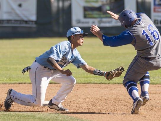 Redwood's Elijah Munoz and the Rangers baseball team