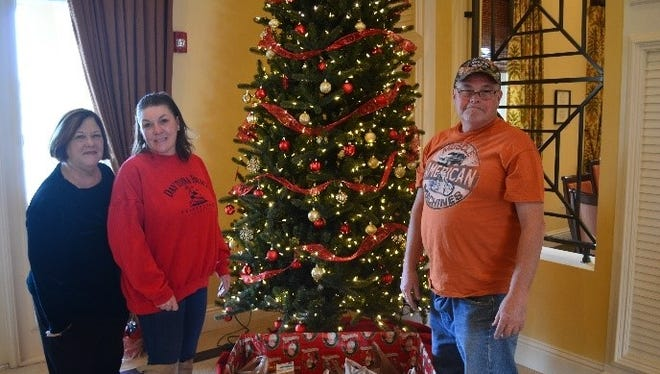 St. Andrews Park Villas' Cathy Prisco helps Angels of Hope's Kelly and David Long with donations from residents.