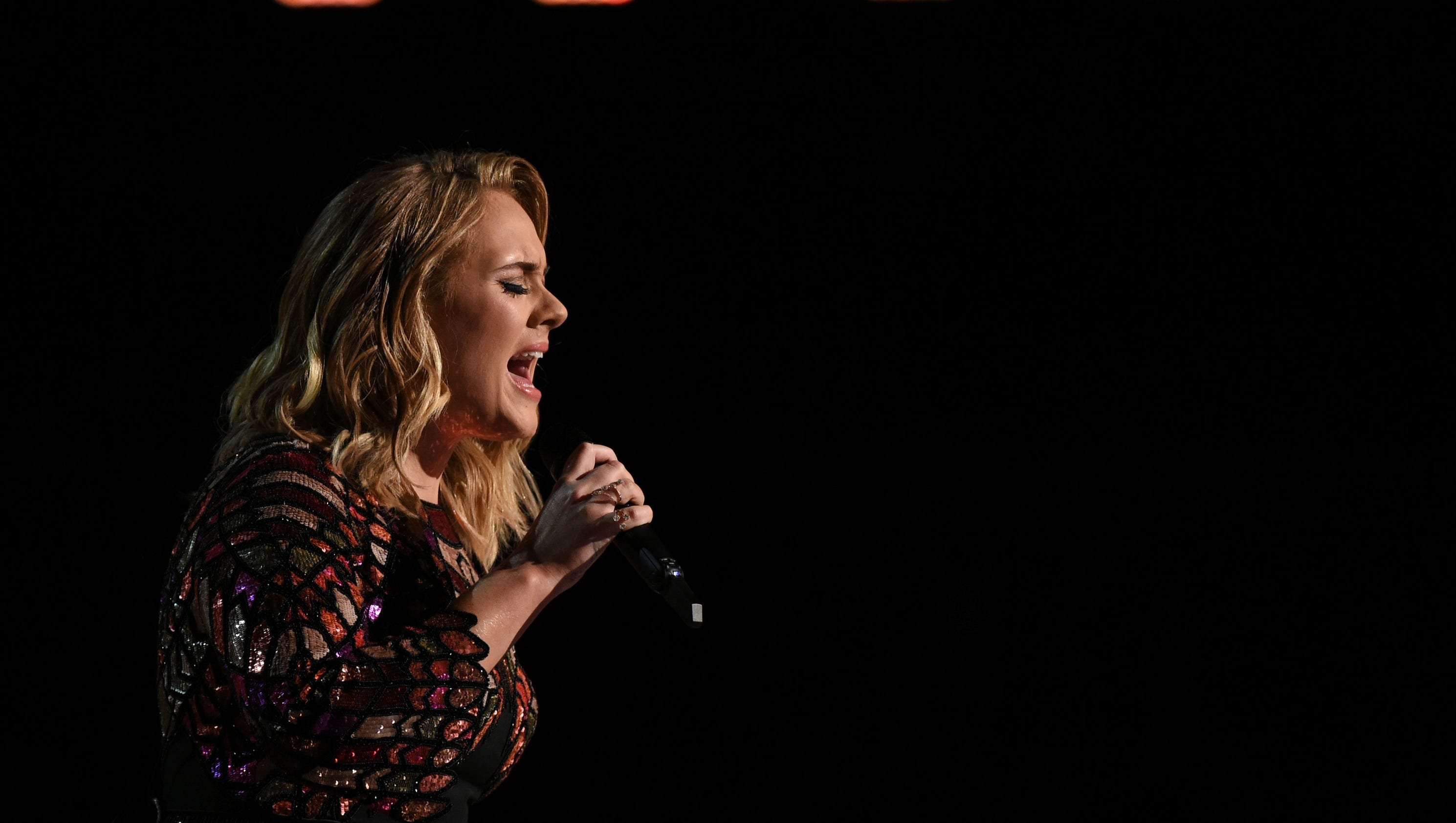 Adele Has 'damaged' Vocal Cords, Cancels Final Shows