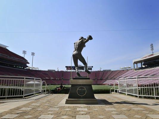 Johnny Unitas statue UofL photo