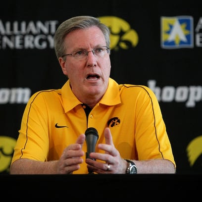 Live chat: Talk Hawkeyes' hoops at 11:30 a.m. Tuesday