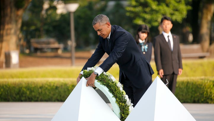 President Obama lays a wreath at Hiroshima Peace Memorial