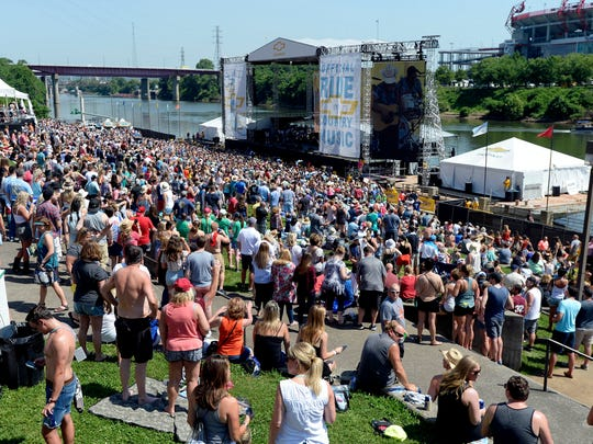 Jon Pardi performs for country music fans at the Riverfront