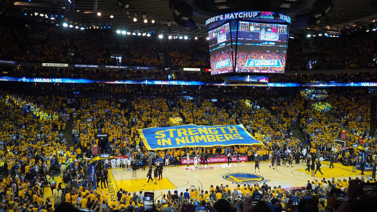 Paul Pierce and Baron Davis talked with USA TODAY Sports about the raucous atmosphere at Oracle Arena.