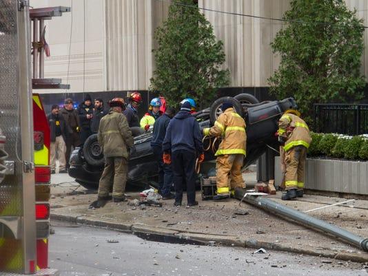 635839553971369900-car-hit-courthouse.jpg