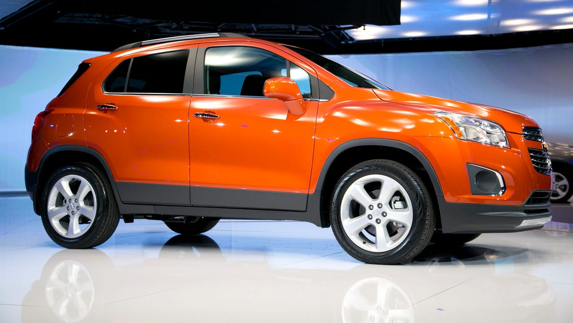 chevrolet 39 s small trax suv starts under 21 000. Black Bedroom Furniture Sets. Home Design Ideas