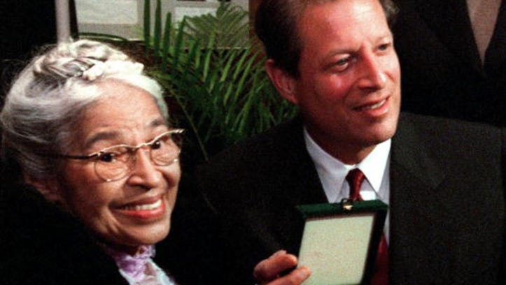 DETROIT, IL - NOVEMBER 28:  Rosa Parks (L) displays her Congressional Gold Medal of Honor with US Vice President Al Gore (R) prior to a benefit tribute concert in honor of Mrs. Parks 28 November 1999 in Detroit. Mrs. Parks was arrested in Montgomery, Alabama in December of 1955 for refusing to give up her seat on a bus to a white man. The Congessional Medal of Honor is the highest honor that the United States government can bestow on an individual.  (Photo credit should read PAUL SANCYA/AFP/Getty Images)