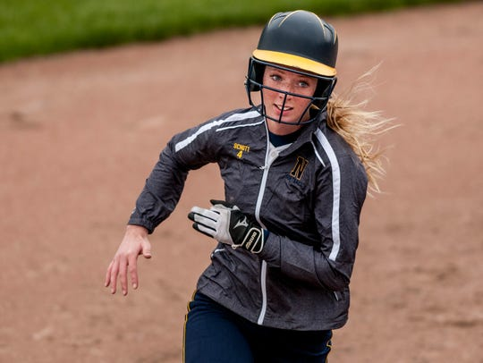 Port Huron Northern's Cassidy Schott runs for third