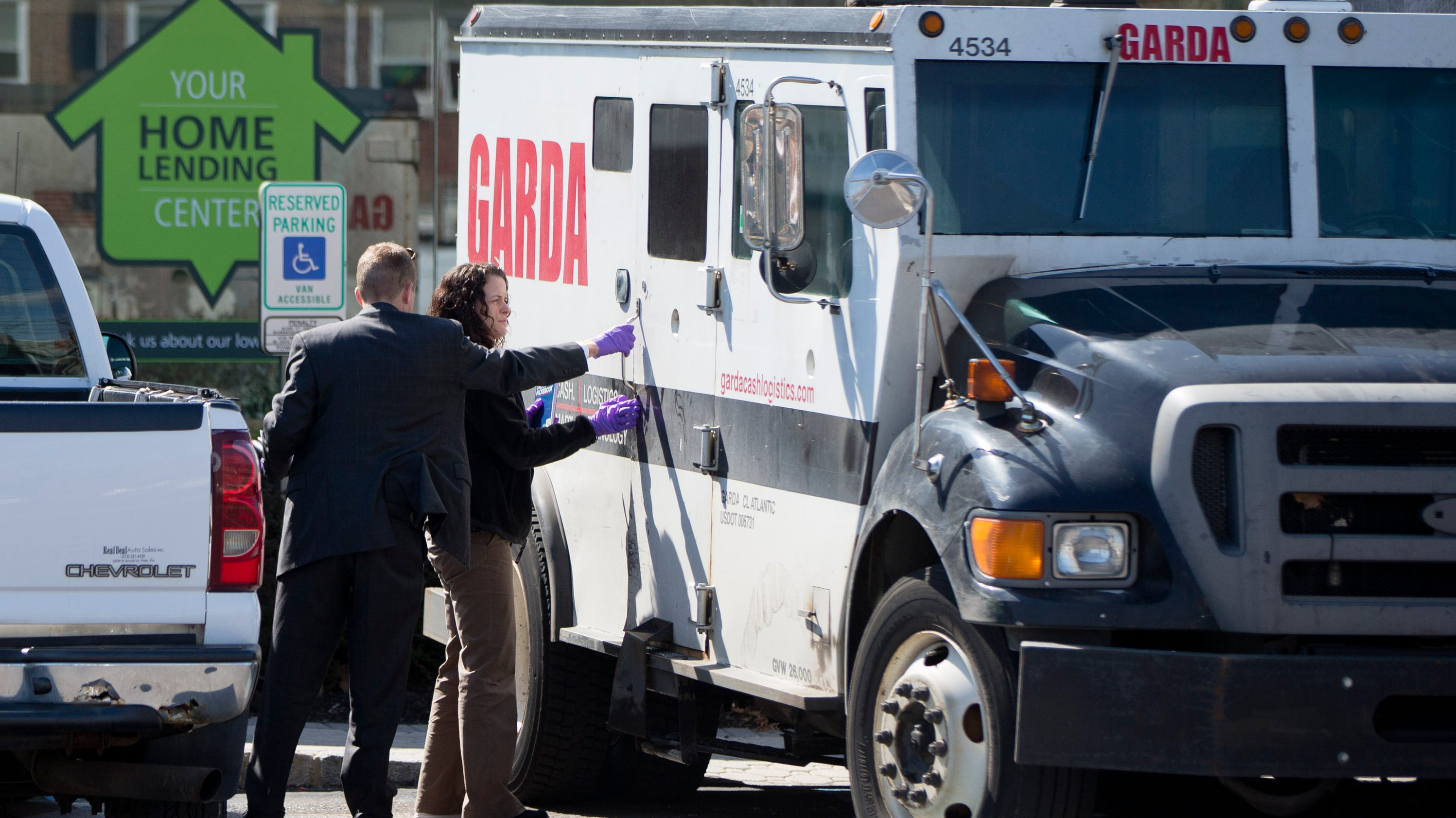 Phila Robbers Steal 105k From Armored Truck