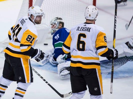 Penguins_Canucks_Hockey_69399.jpg