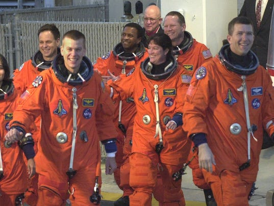 COLUMBIA STS-107 Walkout