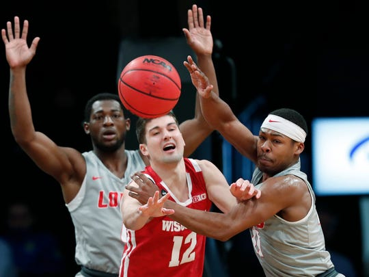 Wisconsin point guard Trevor Anderson (12) makes a pass against New Mexico.