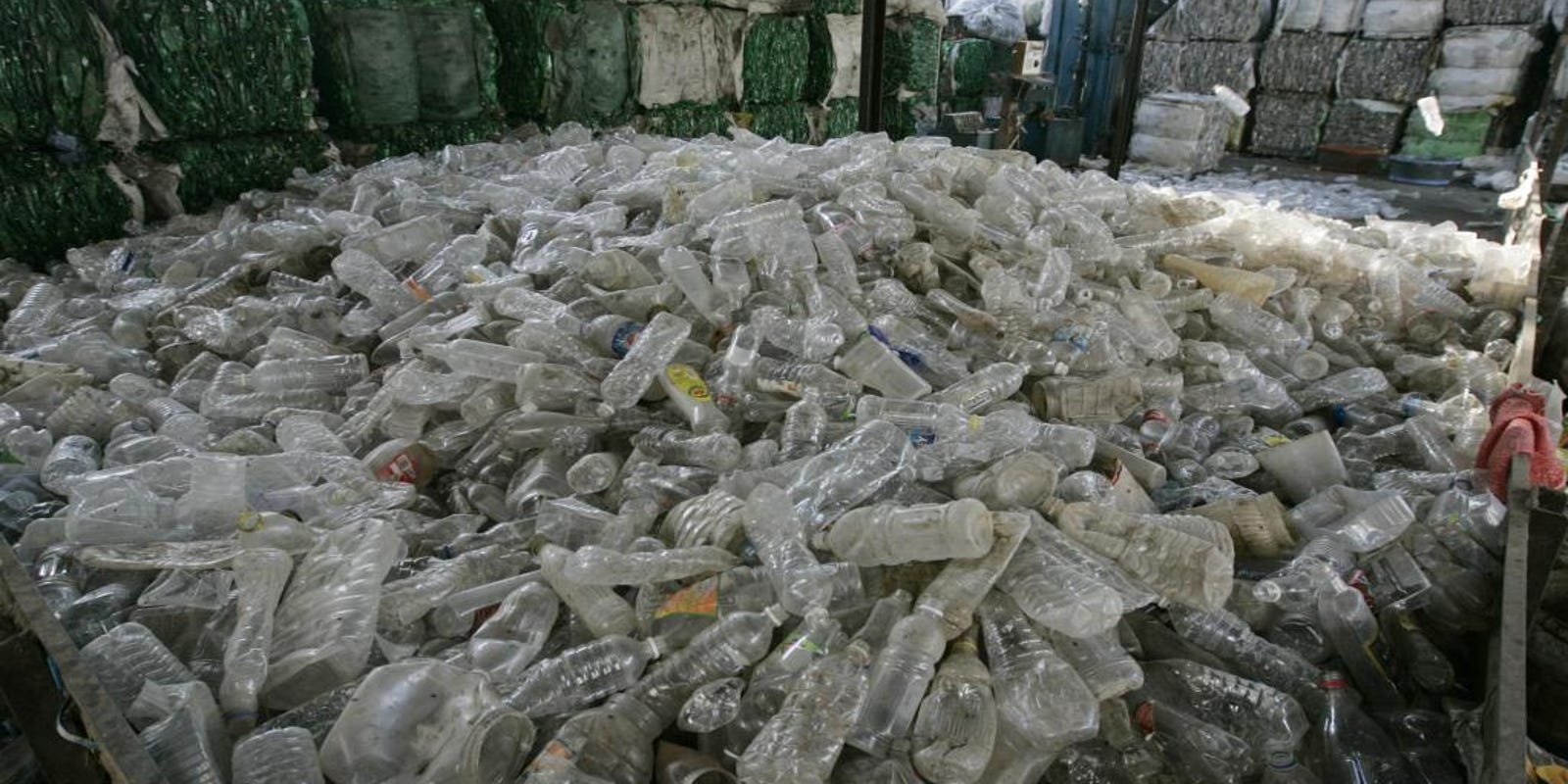 Is there plastic in your bottled water? Likely, new report says