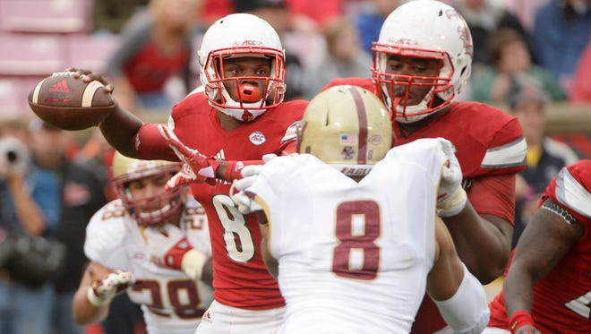Louisville Cardinals quarterback Lamar Jackson (8) looks to pass against the Boston College Eagles during the second half at Papa John's Cardinal Stadium. Louisville defeated Boston College 17-14.
