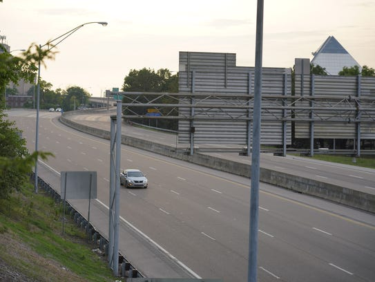 In Memphis under the Danny Thomas overpass, traffic on eastbound Interstate 40 lanes was light about 7 p.m. Monday because of a crime scene investigation on the west side of the Mississippi River.
