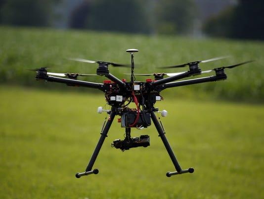 635756909929534921-drone