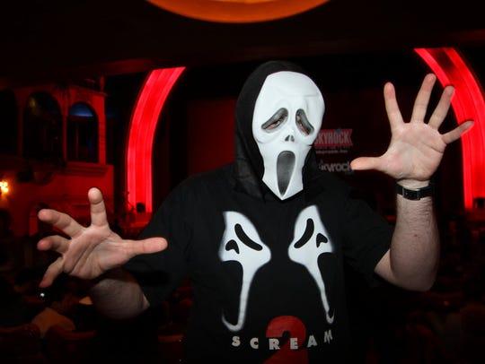 """A fan wears a Scream mask at the """"Scream 4"""" Paris Premiere"""