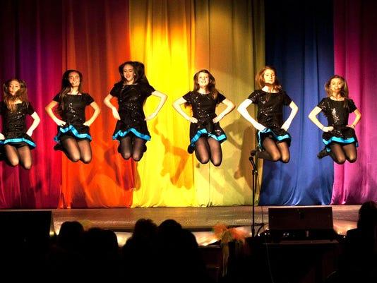 635919295041722189-girls-curtain.jpg