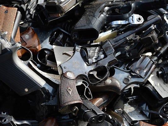 636367531046949891-guns.JPG
