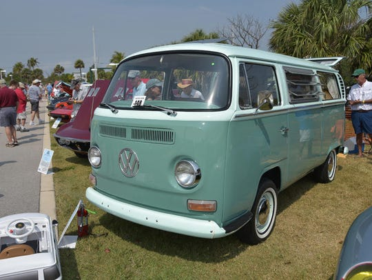 The Paulys of Stuart's gorgeous 1971 Volkswagen Bus.