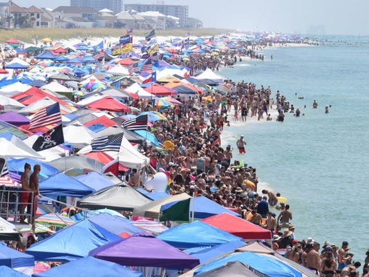 636671719537260113 Difrubewsai5 P1 Jpg Photo Thousands Of People Crowd Pensacola Beach For The Blue Angels