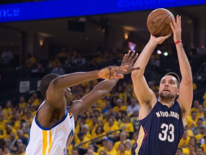 New Orleans Pelicans forward Ryan Anderson shoots the