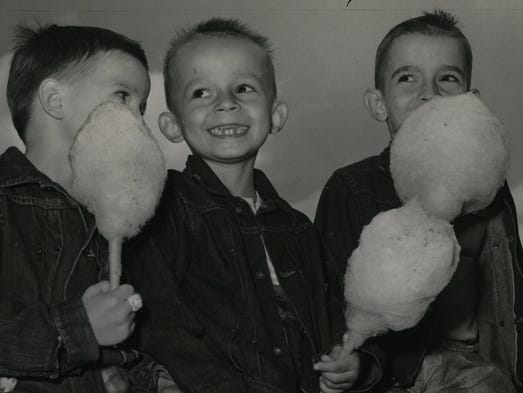Franky, Jan & Eddy Bania, enjoy cotton candy.