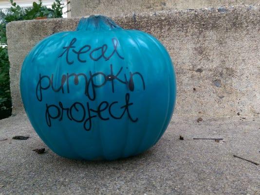 635495101097080024-Teal-Pumpkin-Project-doorstep-3-