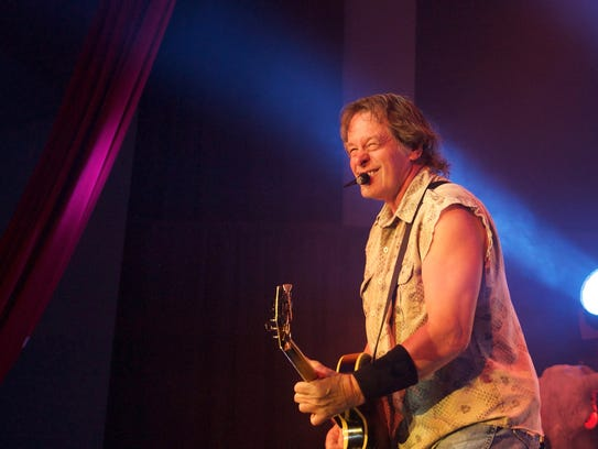 Ted Nugent brought monster guitar licks, a hard-rocking