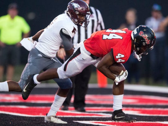 Maryville's Tee Hodge gets by Fulton's Dorian Williamson
