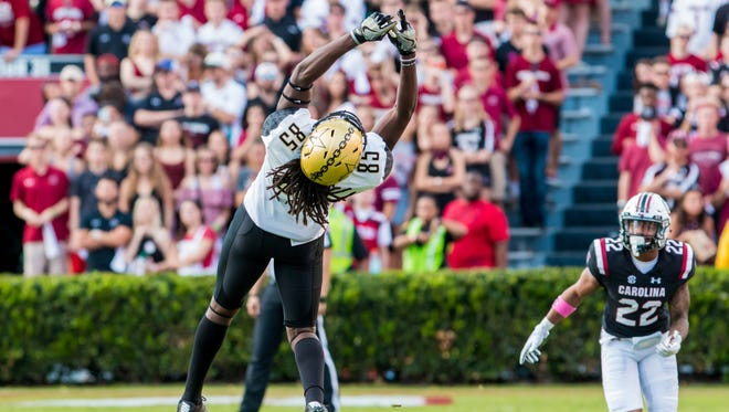Oct 28, 2017; Vanderbilt Commodores wide receiver Chris Pierce (85) cannot make a pass catch against the South Carolina Gamecocks in the first half at Williams-Brice Stadium.