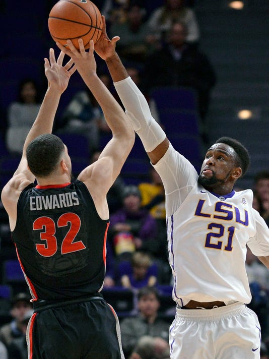 LSU forward Aaron Epps (21) defends against Georgia forward Mike Edwards (32) during the first half of an NCAA college basketball game, Tuesday, Jan. 16, 2018 in Baton Rouge, La. (Hilary Scheinuk/The Advocate via AP)