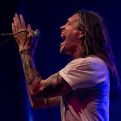 Incubus crushes sweltering, sold-out show at Milwaukee's Eagles Ballroom