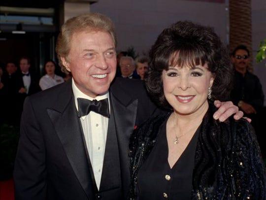 Steve Lawrence and Eydie Gorme arrive at the black-tie