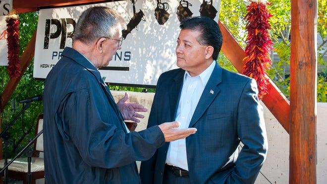 Las Cruces, N.M., resident John Preston has a word with Mayor Ken Miyagishima at a recent candidate forum.