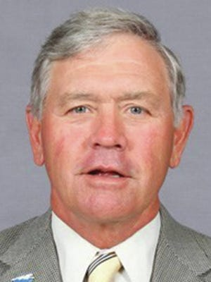 Steve Peterson, who won 791 games over 25 seasons as baseball coach at Middle Tennessee State, died Wednesday night after suffering a heart attack earlier this week.