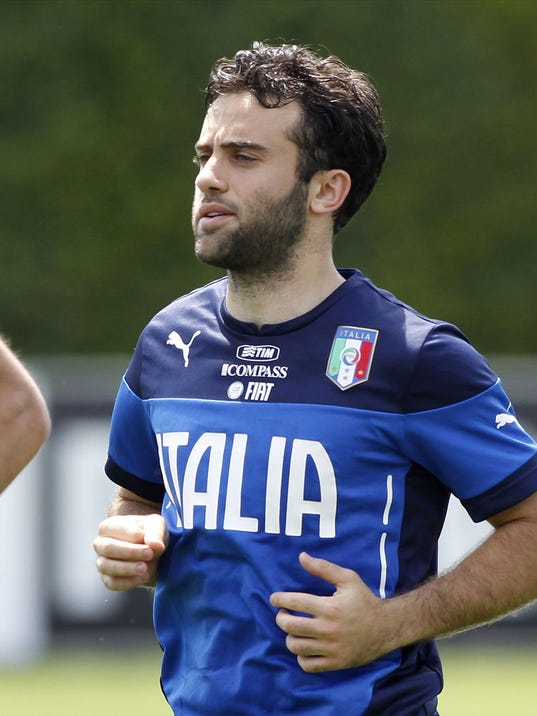 Italy striker Giuseppe Rossi jogs during in a team training session at Coverciano training grounds, in Florence, Monday, May 26, 2014. In Brazil, Italy is in Group D with England, Uruguay and Costa Rica. (AP Photo/Fabrizio Giovannozzi)