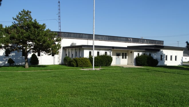 The City of Fremont has agreed to purchase the former Ohio Department of Transportation building on Oak Harbor Road for $275,000.