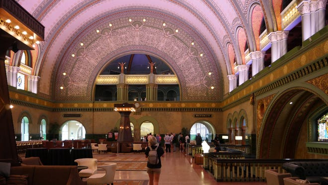 St. Louis Union Station Hotel's 65-foot barrel vaulted ceiling features a high-def light show each day.