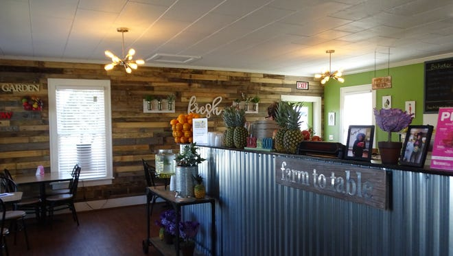 The Juice Garden's menu offers smoothies, bowls, and salads that are made from 100 percent raw and vegan ingredients.